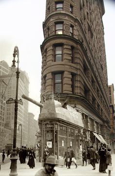 NYC. Flatiron Building. // Ghosts of Manhattan, c.1900-2012 //  Rephotography. Retronaut