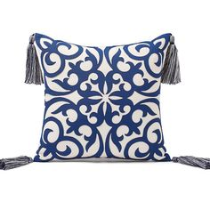 Layered Medallion Indoor/Outdoor Pillow