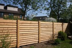 Afbeeldingsresultaat voor schutting maken modern Privacy Fence Designs, Courtyard Design, Fence Styles, Fence Gate, Fences, Pool Fence, Garden Fencing, Back Gardens, Backyard Patio