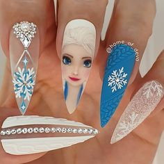 Easy, elegant and classy winter nails to celebrate Christmas and winter in general! Easy, elegant and classy winter nails to celebrate Christmas and winter in general! Frozen Nail Art, Frozen Nails, Disney Acrylic Nails, Best Acrylic Nails, Nails Inc, Gel Nails, Coffin Nails, Cute Nails, Pretty Nails