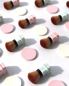 """247 Me gusta, 3 comentarios - TOY Nail polish ® OFFICIAL (@toynailpolish) en Instagram: """"Put on some blush & glow girl! // No te quedes sin una de nuestras irresistibles brochas!! Visita…"""""""