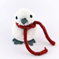Pom Pom Winter Bird....such an adorable little birdie!  This would be fun to adapt this to make other little winter critters.