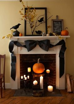 Halloween decorations - Classy and spooky mantel. Karin Lidbeck: Crepe Paper…