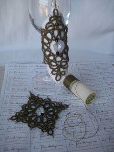 Orecchini al chiacchierino in filato metallizzato oro e nero con cristalli, tridimensionali di lafataartigiana su Etsy