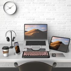 How to create a chic dual monitor setup in your home office. Home Office Setup, Home Office Space, Home Office Design, Pc Setup, Room Setup, Mac Desk, Computer Desk Setup, Dream Desk, Small Home Offices