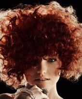Big Hair mit roten Locken