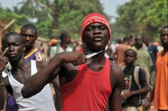 CENTRAL AFRICAN REPUBLIC, Bangui : A man holds a knife to his throat claiming that he is looking for Muslims to cut off their heads in the 5th district of Bangui on February 9, 2014.