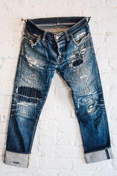 Jeans with sashiko on the legs, both bound holes and reinforement stitching. Shockoe Atelier Slim Originals with sashiko repair Boro, How To Patch Jeans, Mode Jeans, Men's Jeans, Ripped Jeans, Repair Jeans, Estilo Denim, Denim Ideas, Patchwork Jeans