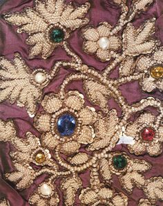 Ideas for creativity - Russian embroidery with pearls (17 pictures). More ideas: http://wonderdump.com/ideas-for-creativity-russian-embroidery-with-pearls-17-pictures/