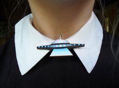 Spooky Creepy Alien UFO Flying Saucer Sci Fi Space Collar Pin Badge Brooch