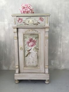 Chalk Paint Furniture, Hand Painted Furniture, Funky Furniture, Repurposed Furniture, Shabby Chic Furniture, Furniture Makeover, Shabby Chic Farmhouse, Shabby Chic Homes, Shabby Chic Decor