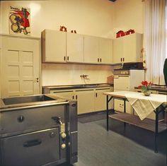 Kekkosen sisustus: mieluummin Marimekkoa kuin tyylikalusteita | Meillä kotona Marimekko, Kitchen Island, Home Decor, Island Kitchen, Decoration Home, Room Decor, Interior Decorating