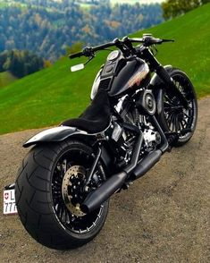 This amazing chopper motorcycle vintage is undeniably an outstanding design conception. Custom Street Bikes, Custom Sport Bikes, Custom Harleys, Chopper Motorcycle, Motorcycle Garage, Motorcycle Outfit, Trike Motorcycle, Harley Davidson Sportster, Harley Davidson Chopper