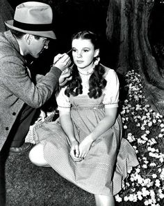 Forum or message board to discuss all topics related to Laos and Judy Garland. Also Judy Garland information and pictures. Judy Garland, Golden Age Of Hollywood, Vintage Hollywood, Classic Hollywood, Hollywood Cinema, Hollywood Celebrities, Hollywood Glamour, Hollywood Stars, Wizard Of Oz Movie