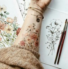 The popular flower tattoos are highly versatile. If you want to get one, you can get beautiful floral tattoo design ideas here. Pretty Tattoos, Beautiful Tattoos, Cool Tattoos, Mini Tattoos, Skull Tattoos, Body Art Tattoos, Sleeve Tattoos, Tatoos, Brown Tattoos