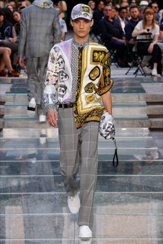 Sfilata Moda Uomo Versace Milano - Primavera Estate 2018 - Vogue