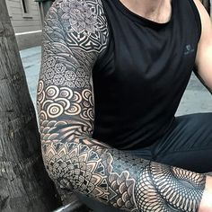 Geometric sleeve. (via IG - nissaco) #geometric #nissaco #blackwork #sleeve #largescale