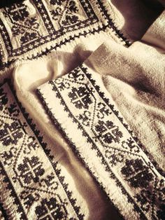 Romanian embroidery with crosses
