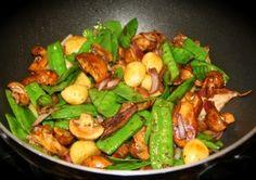 Herfstige salade met paddenstoelen, biefstuk en pecannoten