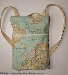 Cómo hacer una moderna mochila con bolsillo y asas DIY - El Cómo de las Cosas Mochila Tutorial, Tote Bags, Craft Stalls, Craft Bags, Diy Bags, Diy Purse, Patchwork Bags, Crewel Embroidery, Denim Bag