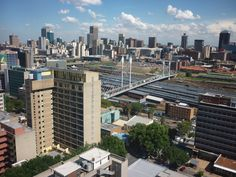 A very nice skyline of the South African city of Johannesburg. You can see the city center and the Nelson Mandela bridge. Wallpaper by austinevan Paises Da Africa, South Africa, Kruger National Park, National Parks, Ecuador, Johannesburg City, Reportage Photo, Sun City, Africa Travel