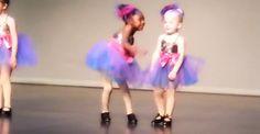 Paura di passare inosservati? La bimba che insegna come farsi notare!http://tuttacronaca.wordpress.com/2013/10/24/ecco-come-fare-per-essere-protagonisti-anche-se-si-e-in-gruppo/