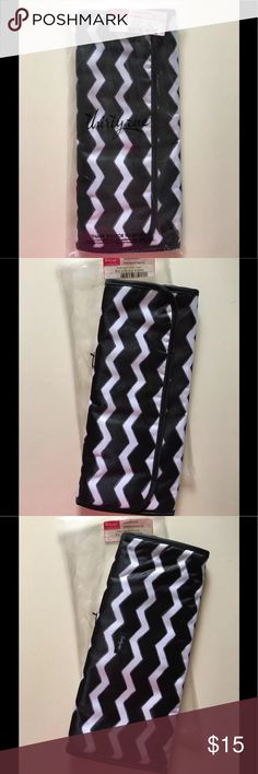 Thirty-one 31 Flat Iron Fold Over in Black Chevron Thirty-one 31 Flat Iron Fold Over in Black Chevron. Brand new in bag. Authentic Thirty-one gifts bag. Retired product print. thirty-one gifts Bags Travel Bags