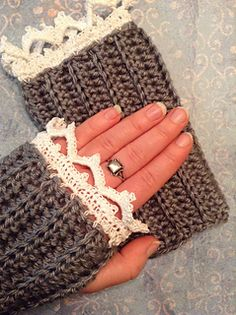 Crochet Patterns Blusas Vintage Style Arm Warmer pattern by Cathryn Sheeran ~ **Free Crochet Pattern** - Crochet Hand Warmers, Crochet Mitts, Fingerless Gloves Crochet Pattern, Fingerless Mitts, Crochet Scarves, Crochet Clothes, Free Crochet, Knit Crochet, Thread Crochet
