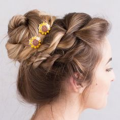 Chunky+and+Messy+Bun+with+Sunflower+U-pins