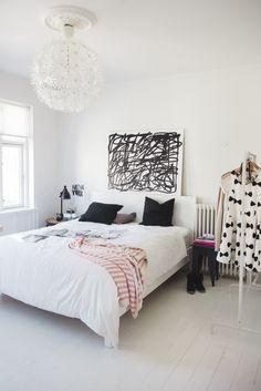 traveling mama modern tween bedroom