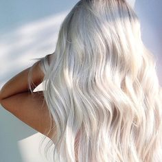Best ever ideas of ice blonde hair colors for every woman to try nowadays just to get fantastic hair looks and modern personality. You must see here for modern hair colors to wear in year Ice Blonde Hair, Icy Blonde, Platinum Blonde Hair, Blonde Balayage, Bright Blonde Hair, Ice Hair, Brown Blonde, Blonde Color, Blonde Brunette