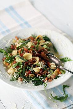 Pancetta-sienipastasalaatti // Pancetta-Mushroom Pasta Salad Food & Style Tiina Garvey, Fanni & Kaneli Photo Tiina Garvey www.maku.fi