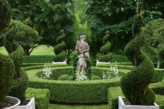 backyard remodel Design & Style: A Constant Thread by Carolyne Roehm Rizzoli Publishing Book author hostess tastemaker lifestyle expert American style icon Formal Gardens, Outdoor Gardens, Outdoor Rooms, Formal Garden Design, Garden Architecture, Outdoor Landscaping, Garden Statues, Chelsea Flower Show, Dream Garden