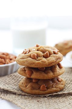 Soft Butterscotch Chip Pudding Cookies - Ultra soft and mega-chewy butterscotch pudding cookies loaded with butterscotch chips! Chip Cookie Recipe, Best Cookie Recipes, Sweet Recipes, Baking Recipes, Köstliche Desserts, Delicious Desserts, Dessert Recipes, Yummy Food, Tasty
