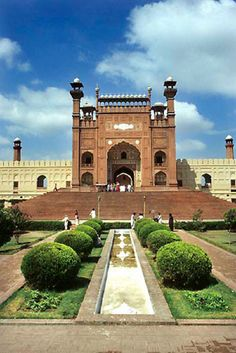 Pakistan, Lahore, The Great mosque  http://www.arcon.pk/quality-management