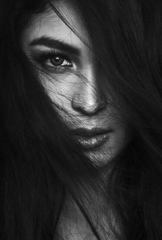 Photography Portrait Women Black And White - Photography Black And White Photography Portraits, Low Key Photography, Art Photography Portrait, Face Photography, Photography Poses Women, Black And White Portraits, Black And White Pictures, Portrait Art, Profile Photography
