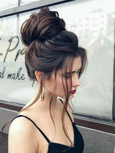 Learn how to style your Fashion Earrings - #hoop #tassel #earrings #blogger #fashionblog #fashion - Click here to learn more ---->Hoop earrings, messy hair
