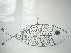 Escultura de alambre los pescados en azul cobalto por MyWireArt