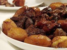 Λαχταριστή συνταγή ιδανική για το τραπέζι των Χριστουγέννων ή της Πρωτοχρονιάς. Φροντίστε μόνο να προμηθευτείτε έγκαιρα το κρέας και να μαρινάρετε το φαγητό 24 ώρες πριν ξεκινήσετε το ψήσιμο! Lamb Recipes, Greek Recipes, Meat Recipes, Snack Recipes, Cooking Recipes, Xmas Food, Christmas Cooking, Food Dishes, I Foods