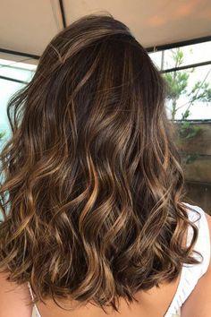 Brunette Hair Color With Highlights, Brunette Hair Cuts, Brown Hair Balayage, Balayage Brunette, Hair Color Balayage, Hair Highlights, Medium Brown Hair With Highlights, Caramel Highlights On Dark Hair, Honey Balayage