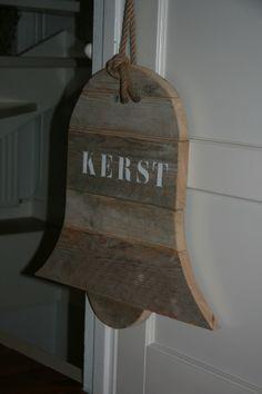 Kerstbel van steigerhout!! Te koop bij www.label123.nl