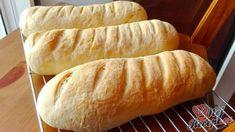 Pečivo z kyselého mléka. Někdo přidává místo kyselého mléka bílý řecký jogurt, není to špatná záměna, ale z kyselého mléka jsou mnohem jemnější. Nemusíte připravit bagety, můžete i housky, menší rohlíčky nebo i větší chlebíček. Pak však třeba sledovat konkrétní druh pečiva při pečení, protože na rohlíky budete potřebovat méně času než na chleba, to je logické. Neodolatelná vůně při pečení, neodolatelná chuť po upečení. S máslem a medem nebo marmeládou, nebo pouze s plátkem sýra. Ciabatta, Hot Dog Buns, Nutella, Biscuits, Bread, Food, Crack Crackers, Meal, Cookie Recipes
