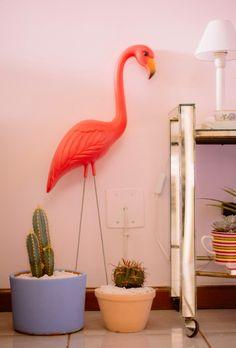 decoracao barata sala pequena apartamento  cactos suculentas