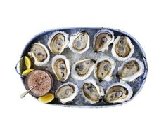 Tell me more about my favourite seafood - oysters! Fish Recipes, Seafood Recipes, Cooking Recipes, Seafood Dishes, Fish And Seafood, Oyster Recipes, Brunch, Healthiest Seafood, Exotic Food