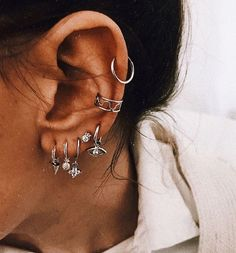 Frauen Schmuck und Accessoires # Schmuck # Ohrringe – (notitle) Damenschmuck un… Women Jewelry and Accessories # Jewelry # Earrings – (notitle) Women's Jewelry and Accessories – Unique Earrings, Heart Earrings, Bridal Earrings, Crystal Earrings, Women's Earrings, Ear Peircings, Cute Ear Piercings, Mouth Piercings, Bellybutton Piercings
