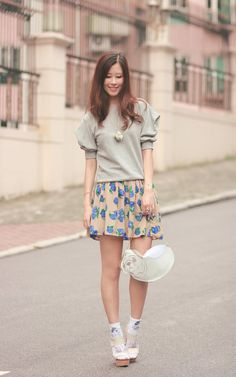 White patterned ankle socks, beige wedge sandals, clear brown and blue flowered skirt, grey sweat Pastel Pallete, Beige Wedge Sandals, Socks And Heels, Ankle Socks, Flower Skirt, Grey Sweatshirt, White Patterns, Michael Kors Hamilton, Casual Tops