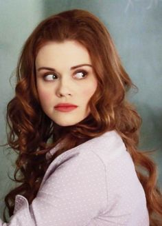 Tv Actress Images, Hollywood Actress Photos, Scott Mccall, Lydia Martin Hairstyles, New Photos Hd, Mtv, Gossip Girl, Her Hair, Redheads