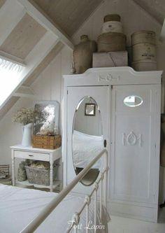Cottage Bedroom~Donnine~