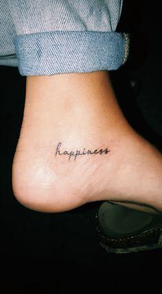 Als Melhores Tattoos de Pet - diy tattoo images - Minimalist Tattoo Diy Tattoo, Tattoo Fonts, Tattoo On Hip, Temp Tattoo, Dream Tattoos, Mini Tattoos, Body Art Tattoos, Tatoos, Future Tattoos