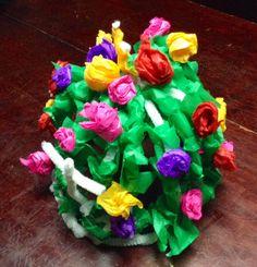 Corona de monja, elaborada con papel de china de colores y limpia pipas.